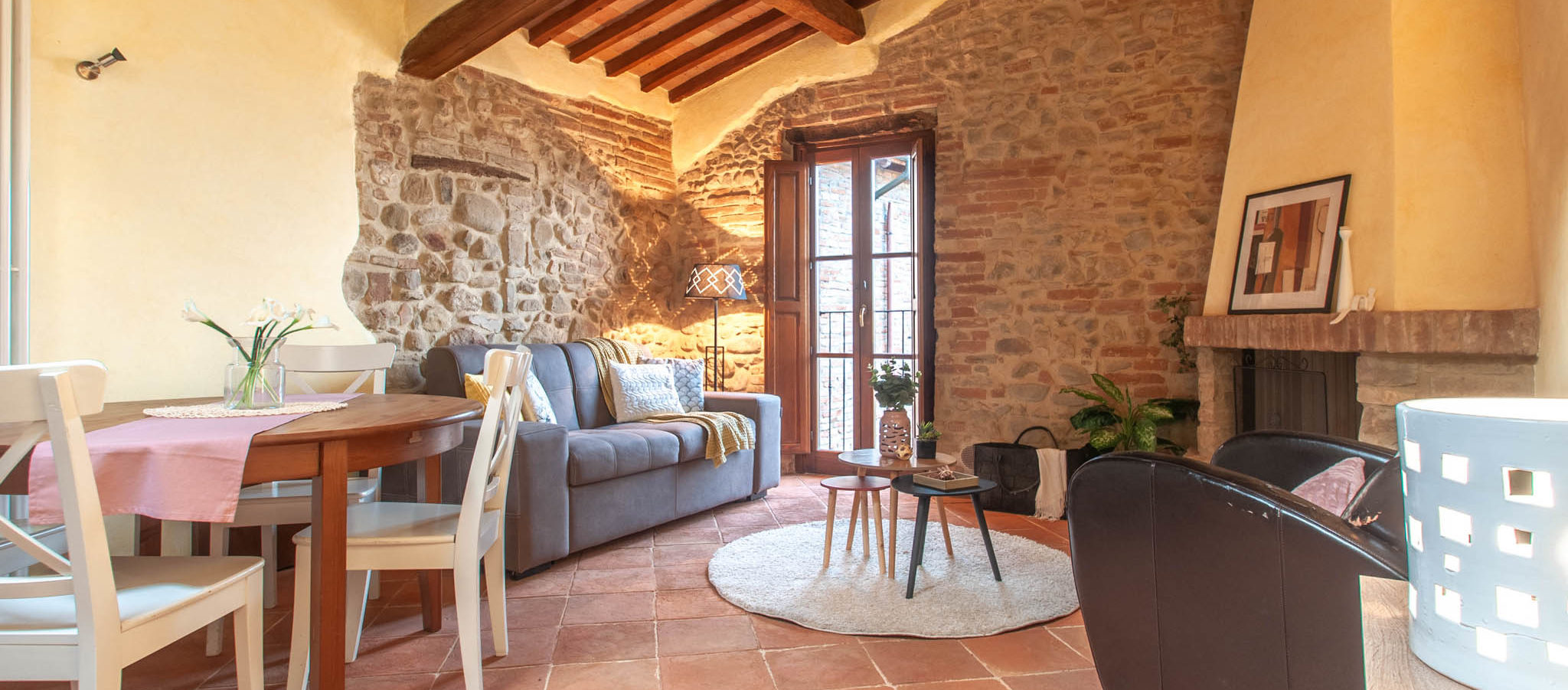 751- Renovated apartment in a medieval village.